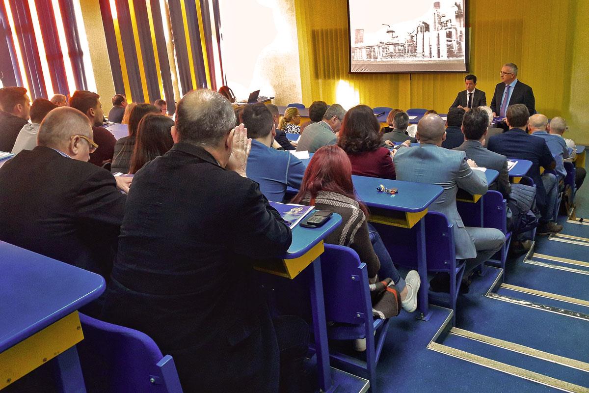 Workshop-between-employees-and-the-graduates-of-UPG-Ploiesti