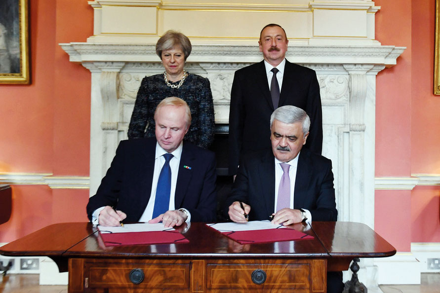 Photo of SOCAR and BP sign new production sharing agreement for Azerbaijan exploration