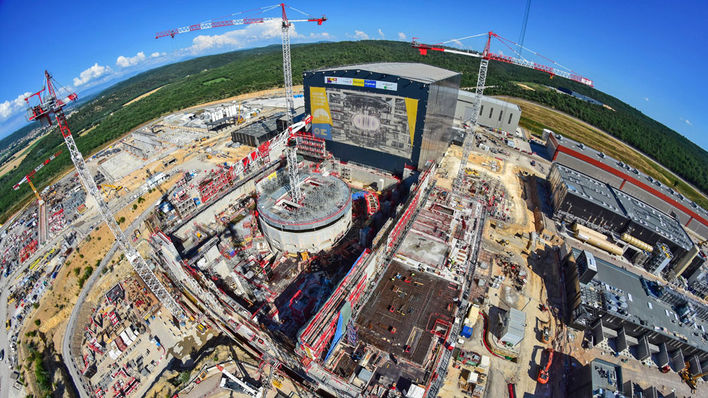 Crown-of-concrete-and-doors-of-steel-at-the-ITER-Tokamak-complex
