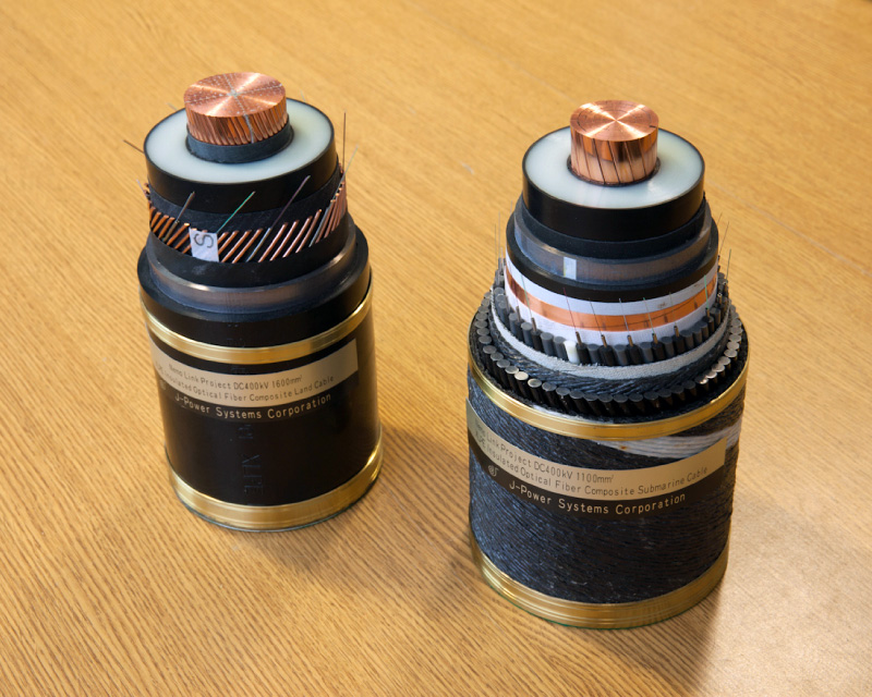 400-kV-DC-XLPE-insulated-cable-samples-land-cable-left-and-submarine-cable-right