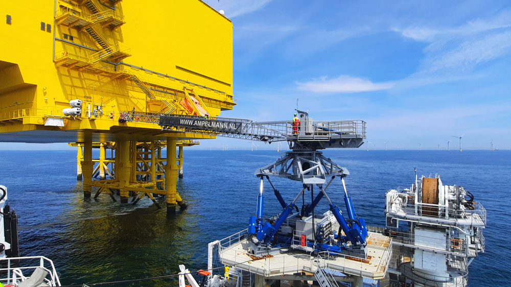 The-Ampelmann-E1000-system-enabling-safe-personnel-transfers-in-the-North-Sea