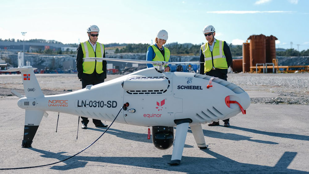 Worlds-First-Logistics-Operation-with-a-Drone-to-an-Offshore-Installation