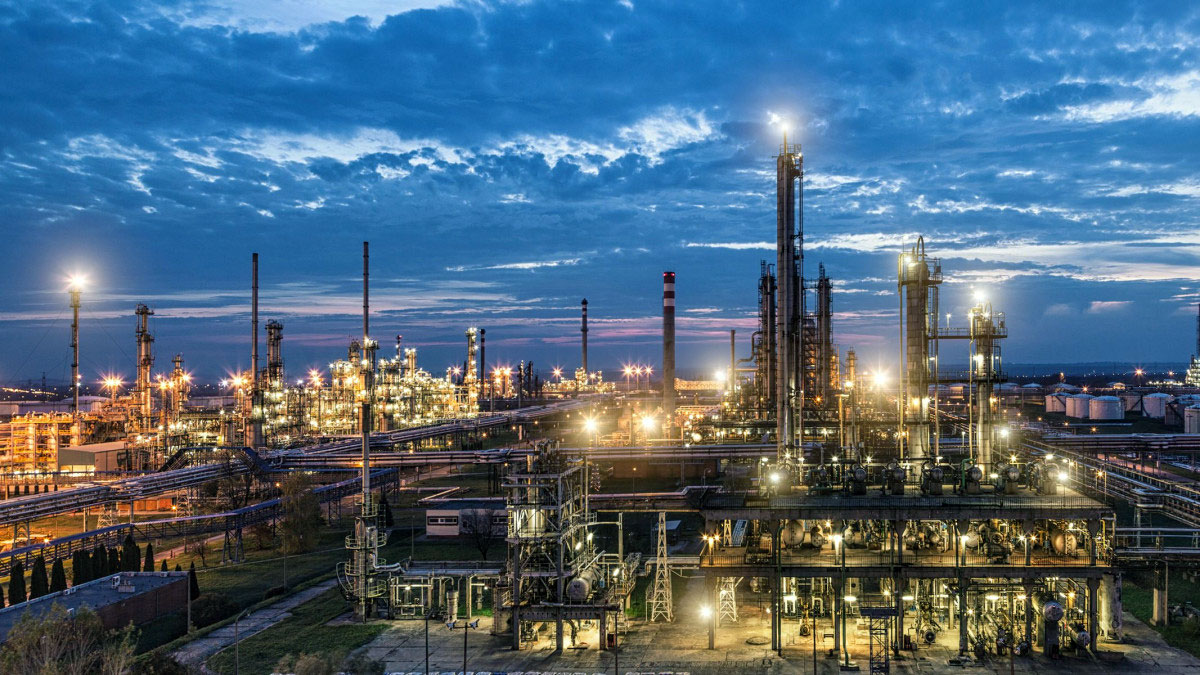 Danube Refinery started its operation in 1965 in Százhalombatta. The refinery belongs to MOL Plc which is one of the largest refineries in the Central and Eastern European region with a refining capacity of 165,000 barrels per day (8.1 million tonnes / year).