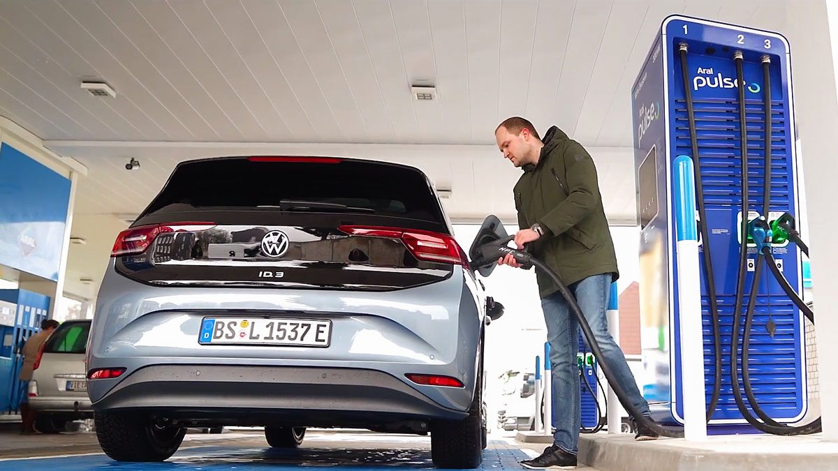 Volkswagen-and-bp-Extending-Ultra-fast-Electric-Vehicle-Charging-Across-Europe