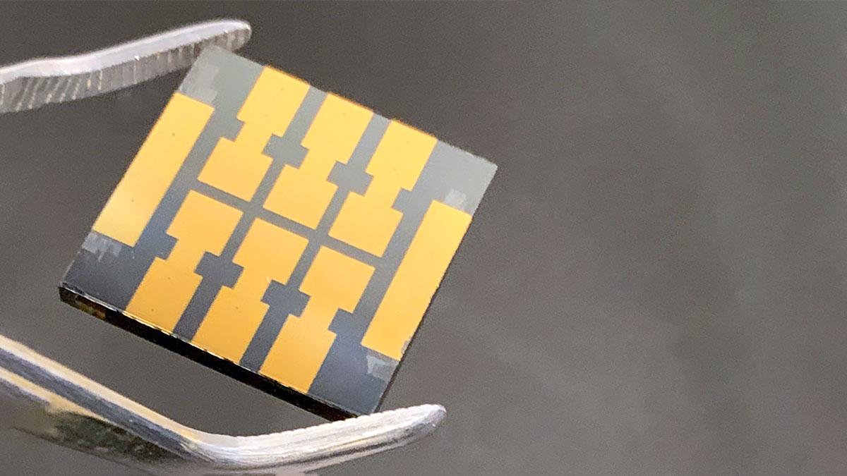 Molecular-Glue-Makes-Perovskite-Solar-Cells-More-Reliable-Over-Time
