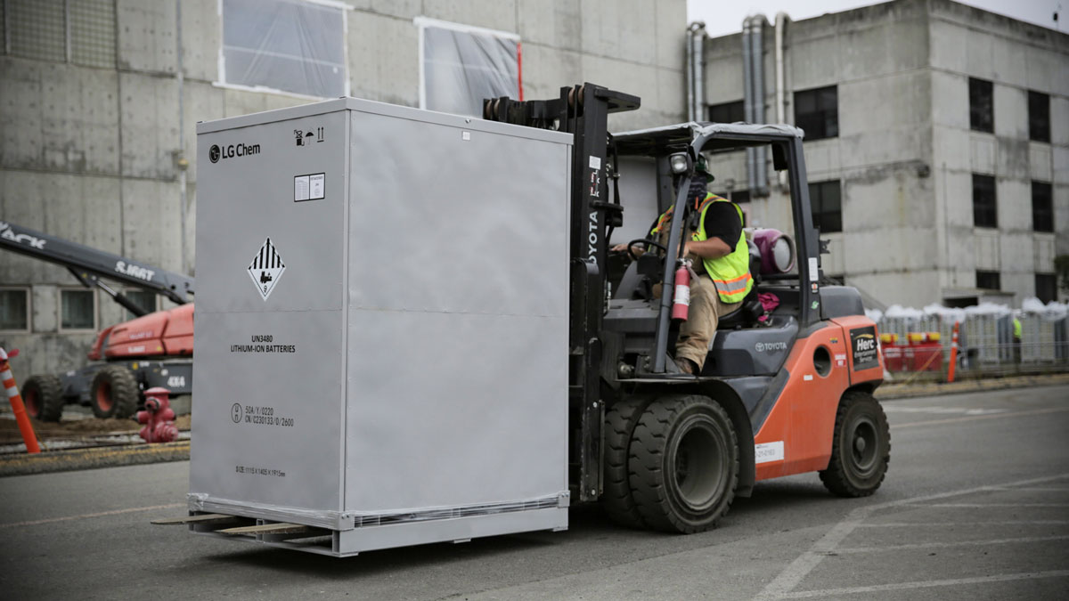 Energy-Solutions-New-TR1300-Operational-at-World's-Largest-Utility-Scale-Battery-Energy-Storage-Project