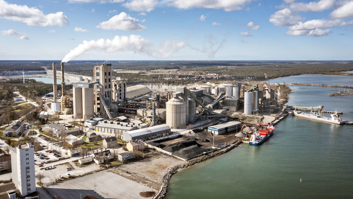 Worlds-First-Carbon-neutral-Cement-Plant
